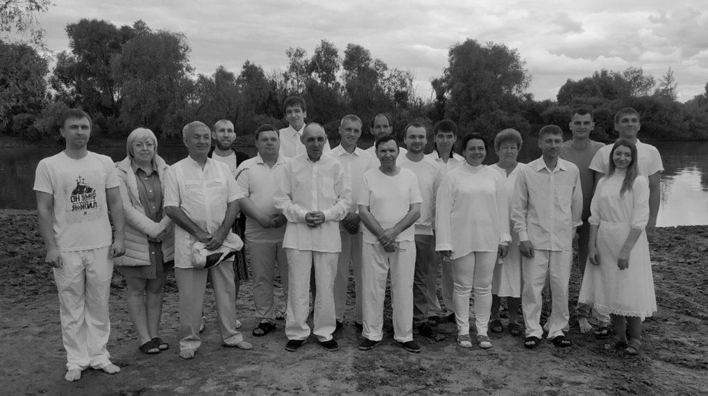 16 человек приняли водное крещение на реке Иртыш